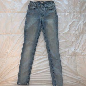 levis light wash skinny jeans